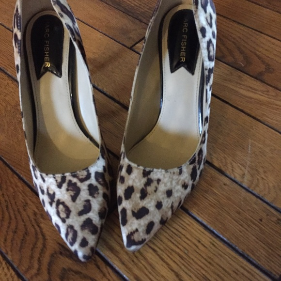 MARC FISHER leopard print pumps good condition